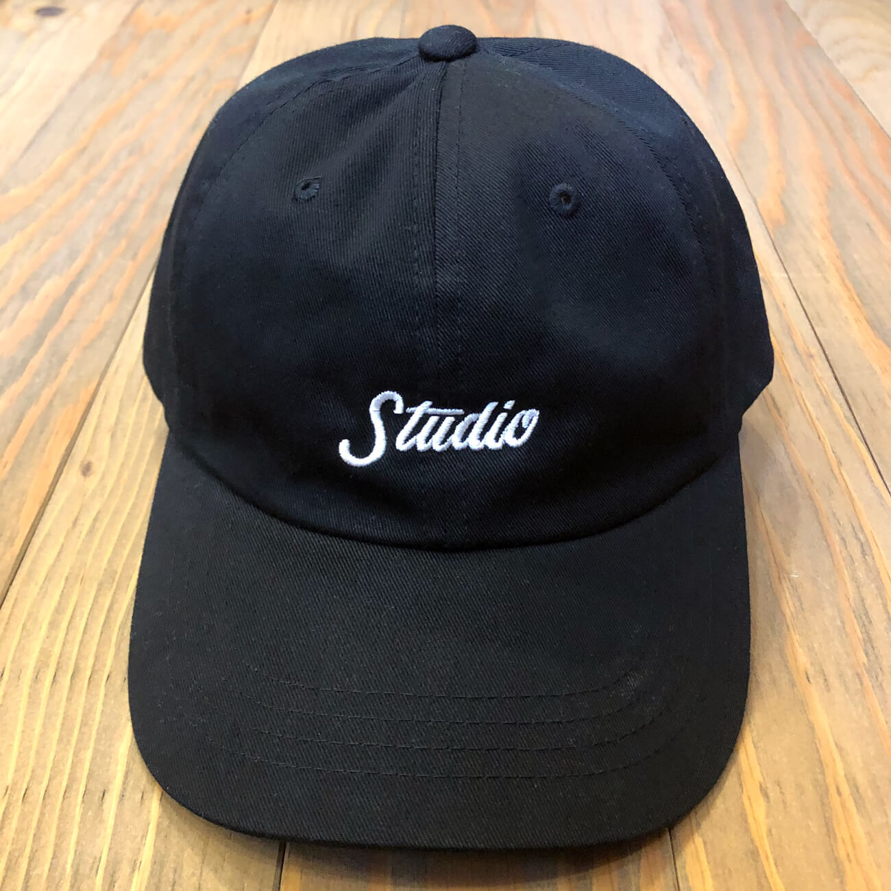 STUDIO SMALL SCRIPT DAD HAT BLACK