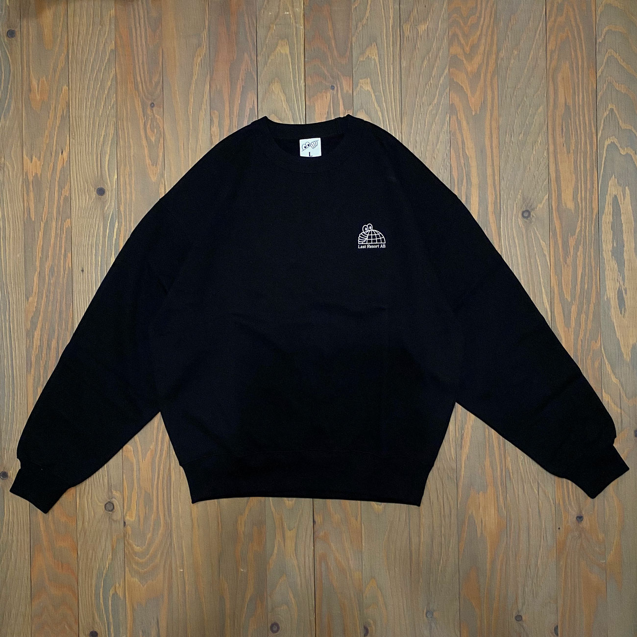 LAST RESORT HALF GLOBE CREWNECK BLACK