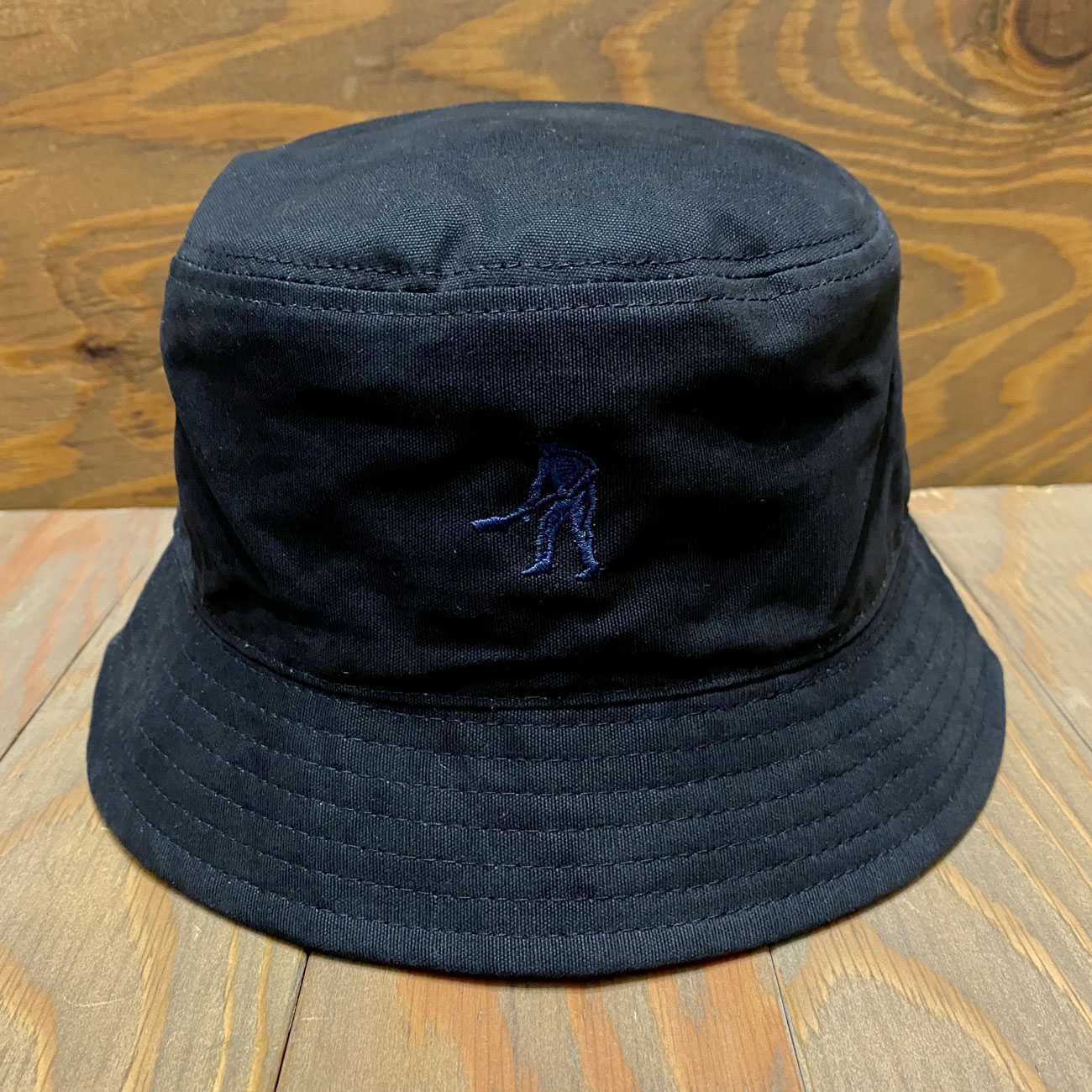 PASS~PORT INTERSOLLID REVERSABLE BUCKET HAT NAVY