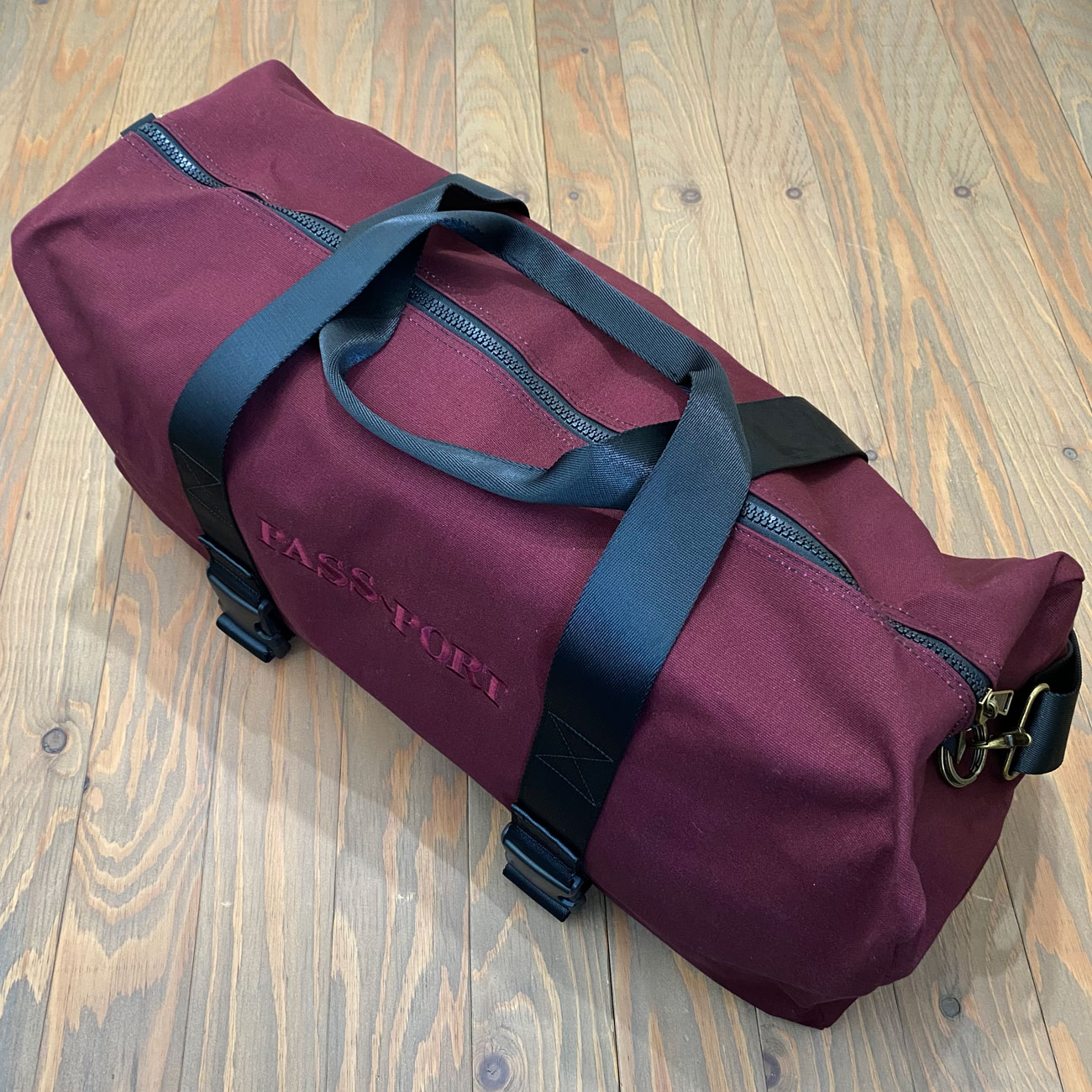 PASS~PORT FREIGHT BAG MAROON
